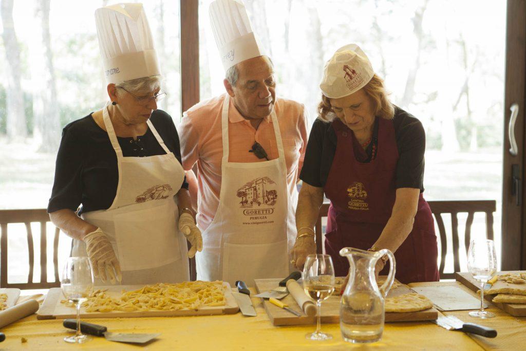 Cucina la pasta fresca fatta in casa assaporando i prodotti tipici dell'enogastronomia umbra