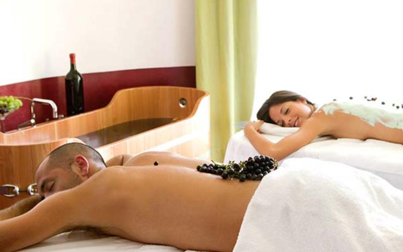 relax nella spa con bagno nel vino e degustazione di vino dell'Umbria per scoprire tutte le autentiche esperienze umbre